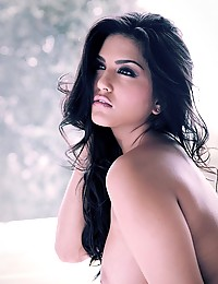 Glamorous nude art shots with busty pornstar Sunny Leone solo