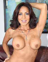 Smiley Milf Tara Exposes Lady Goods