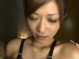 Hot Japanese AV Model Gets a Mouthful of Cum