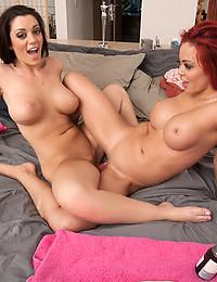 Dildo sharing curvy lesbians