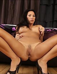 Irresistible big tits babe