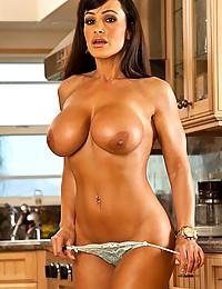 Curvaceous Mature Babe Lisa Ann