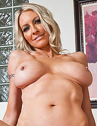 Horny Cougar Emma Gets Doubled On