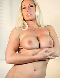 Scorching Hot MILF Devon Lee