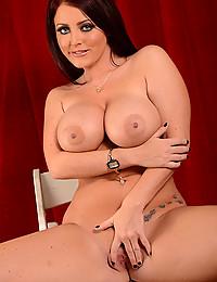 Red Head Sophie Dee Gets Nude