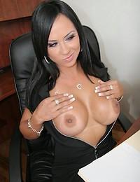 Busty Latina Hottie Mariah