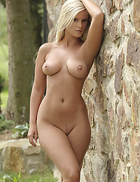 Mary is all alone and naked in the woods. Masturbating in nature turns her on. She likes that someone might see.