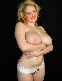 Dream of Ashley - Girl-next-door shows huge tits and firm booty that will make you drool