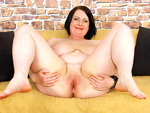 She lubes up her BBW tits