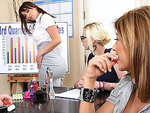 Lisa and Louisa getting their pussy juices following non stop