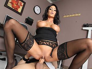 Gorgeous Cougar Jessica Seduces Then Fucks